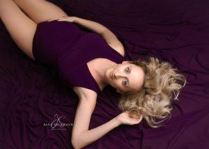 lila Schwangerschaftskleid