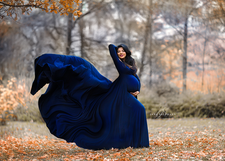 Schwangerschaftsbild draussen Kleid